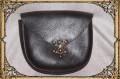 D-Tasche braun mit Hakenschließe